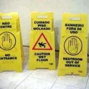 Placa de Sinalização de cuidado piso molhado...