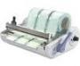 Para selagem de envelopes proprios para esterilizacao (filme plastico/papel); Circuito eletronico com controle de temperatura para maior precisao; Possui sistema integrado de corte e suporte para rolo;